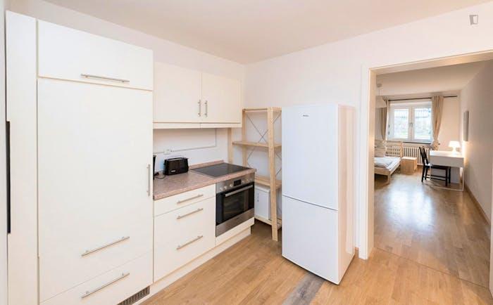 Very neat double bedroom near the Isartor train station  - Gallery -  4