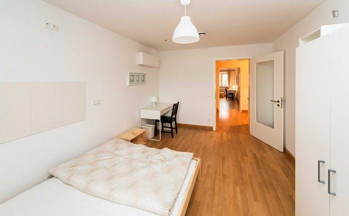 Very neat double bedroom near the Isartor train station  - Gallery -  2