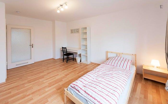 Very cool single bedroom in a 5-bedroom flat, in Au-Haidhausen  - Gallery -  2