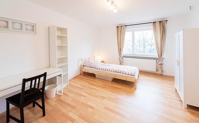 Very cool single bedroom in a 5-bedroom flat, in Au-Haidhausen  - Gallery -  1