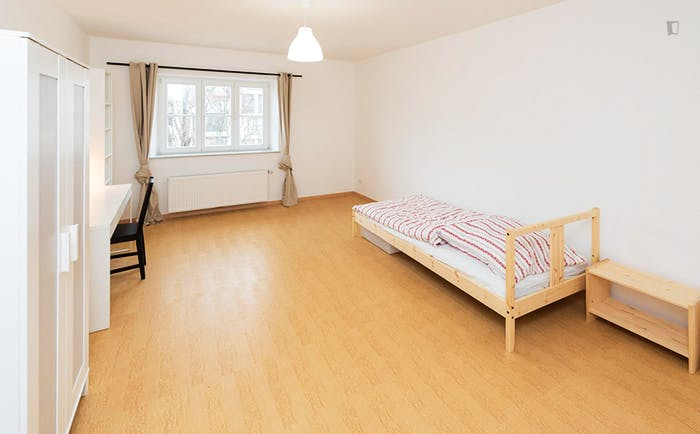 Very pleasant single bedroom near the Dietlindenstraße metro  - Gallery -  1