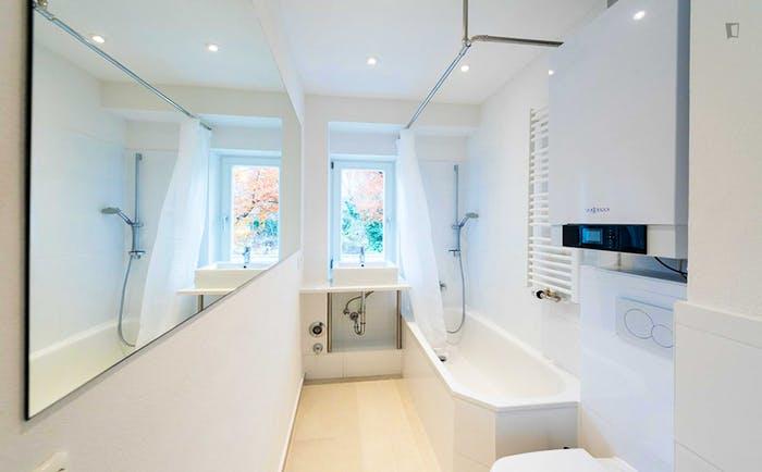 Very bright single bedroom in a 3-bedroom flat, in Schwabing  - Gallery -  5