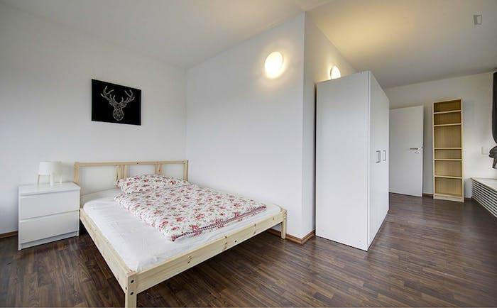 Very spacious room in Bad Cannstatt  - Gallery -  2