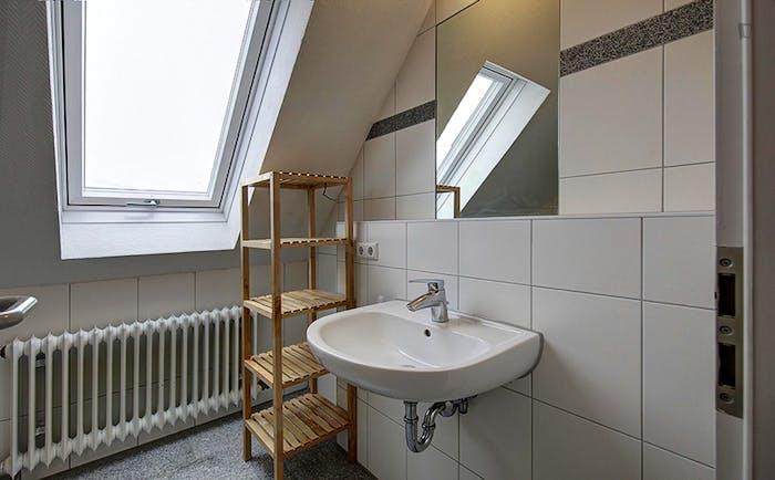 Very spacious room in Bad Cannstatt  - Gallery -  5