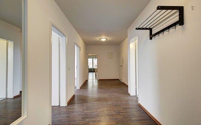 Very spacious room in Bad Cannstatt  - Gallery -  9