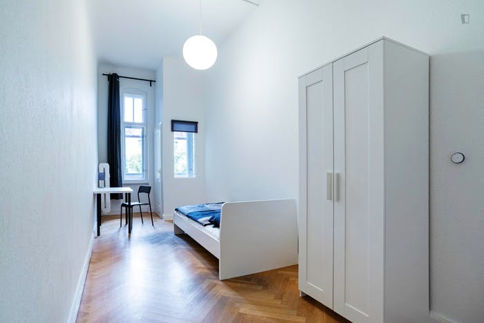 Welcoming single bedroom in Hohenzollerndamm  - Gallery -  1