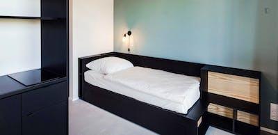 Top-floor studio for short stay in modern residence  - Gallery -  1