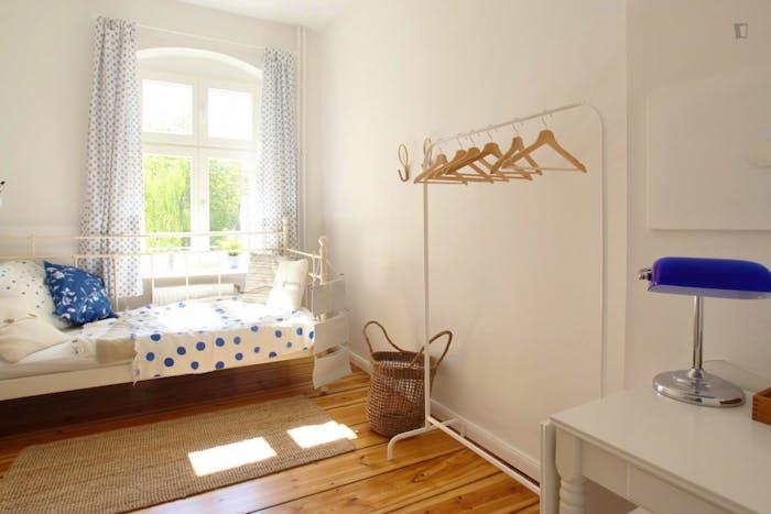 Welcoming room in Kreuzberg in 2-bedroom apartment  - Gallery -  1