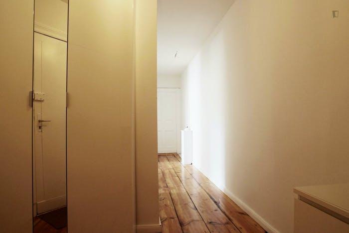 Welcoming room in Kreuzberg in 2-bedroom apartment  - Gallery -  9