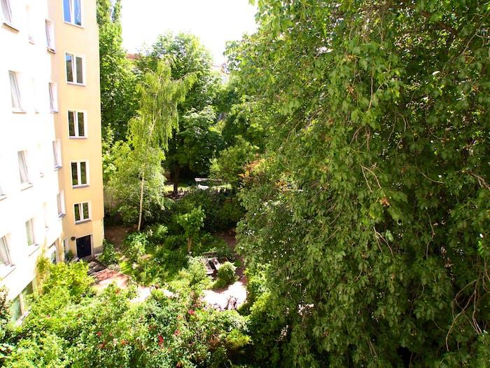 Welcoming room in Kreuzberg in 2-bedroom apartment  - Gallery -  6