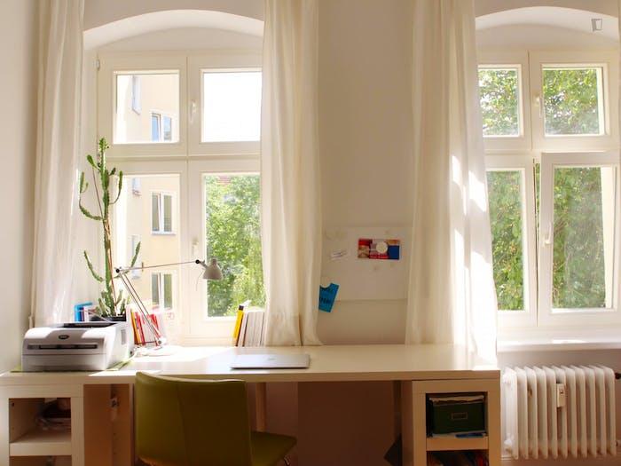 Welcoming room in Kreuzberg in 2-bedroom apartment  - Gallery -  3