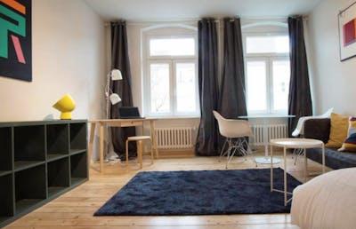 Stylish double bedroom in residential neighbourhood  - Gallery -  2